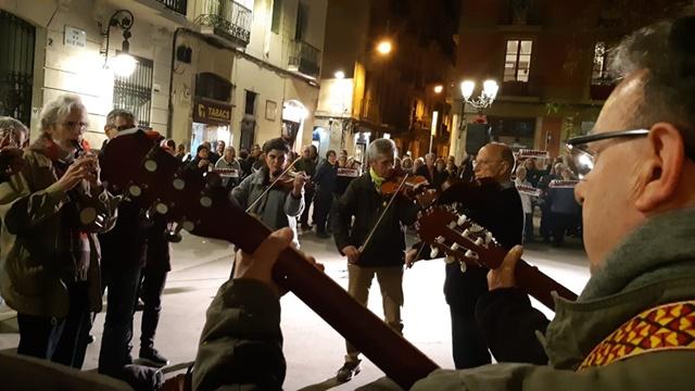 Dilluns, 25 de març a la plaça de la Vila